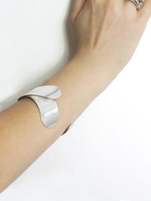 Bacchus bracelet silver on the arm